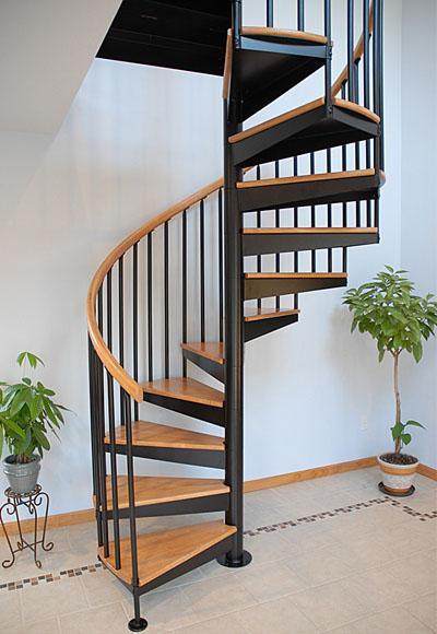Cầu thang sắt kết hợp gỗ