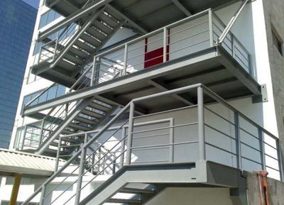 Cầu thang sắt thoát hiểm, ngoài trời