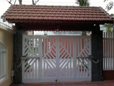 Cửa cổng sắt 4 cánh đẹp 3